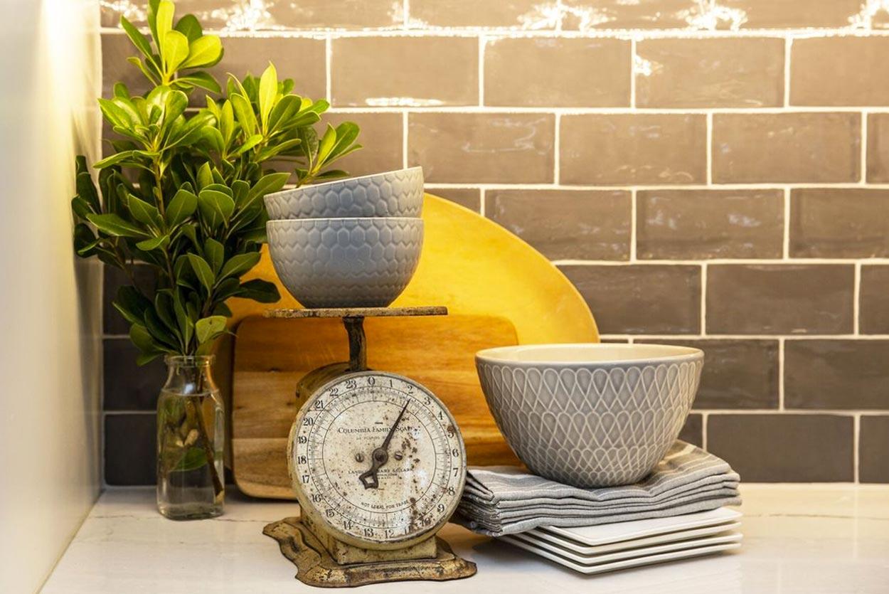 vintage-scale-bowls