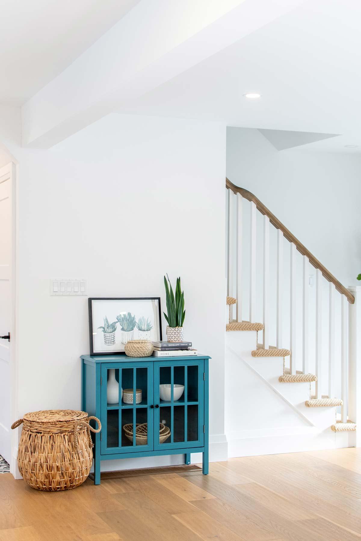 modern-edgy-design-interior-hallway