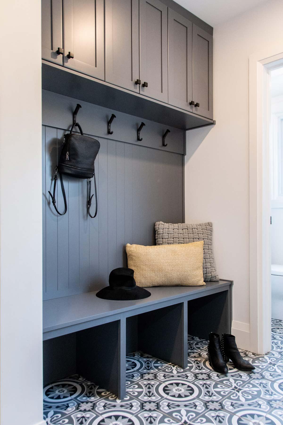 modern-edgy-design-interior-mudroom