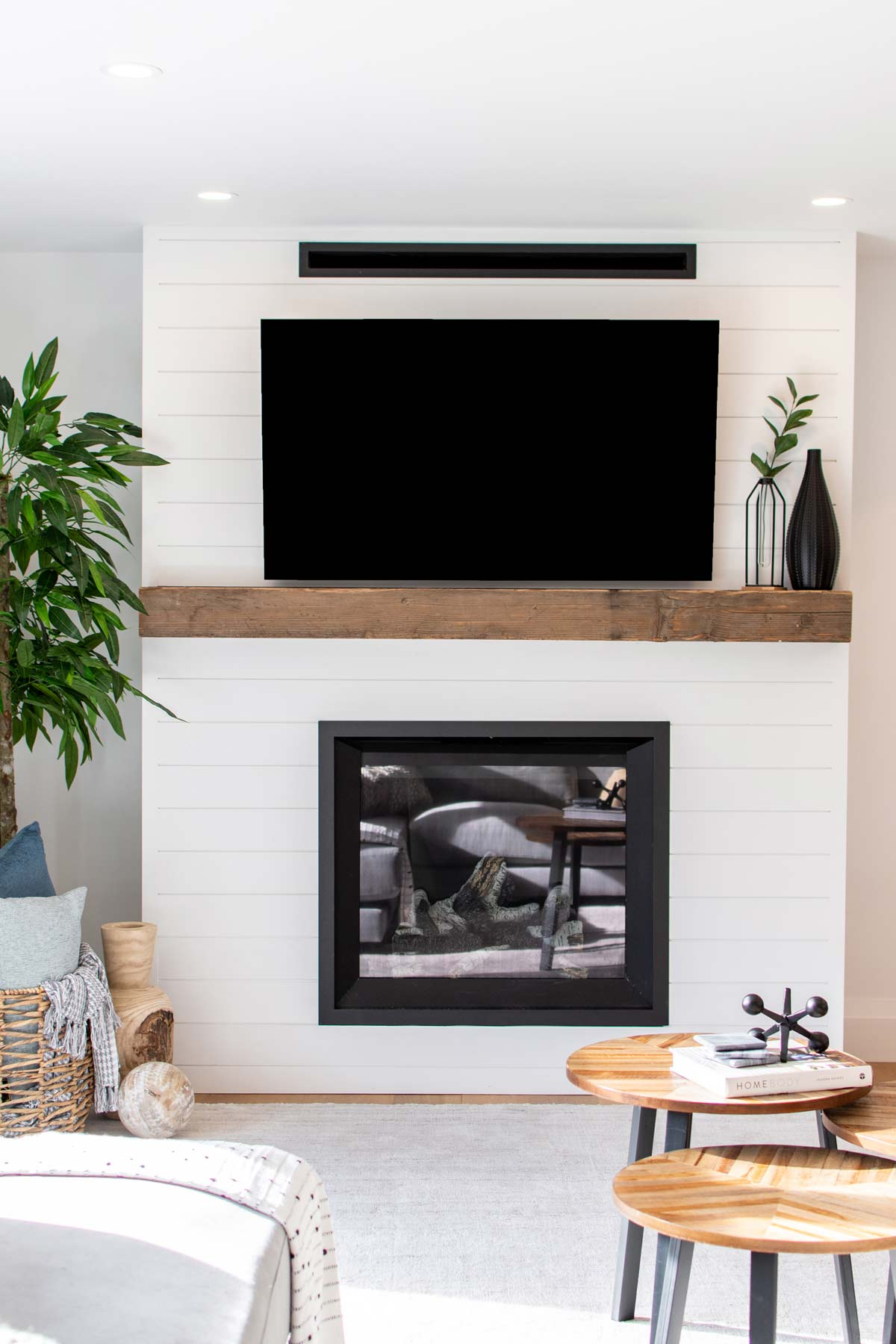 modern-edgy-design-interior-tv-fireplace